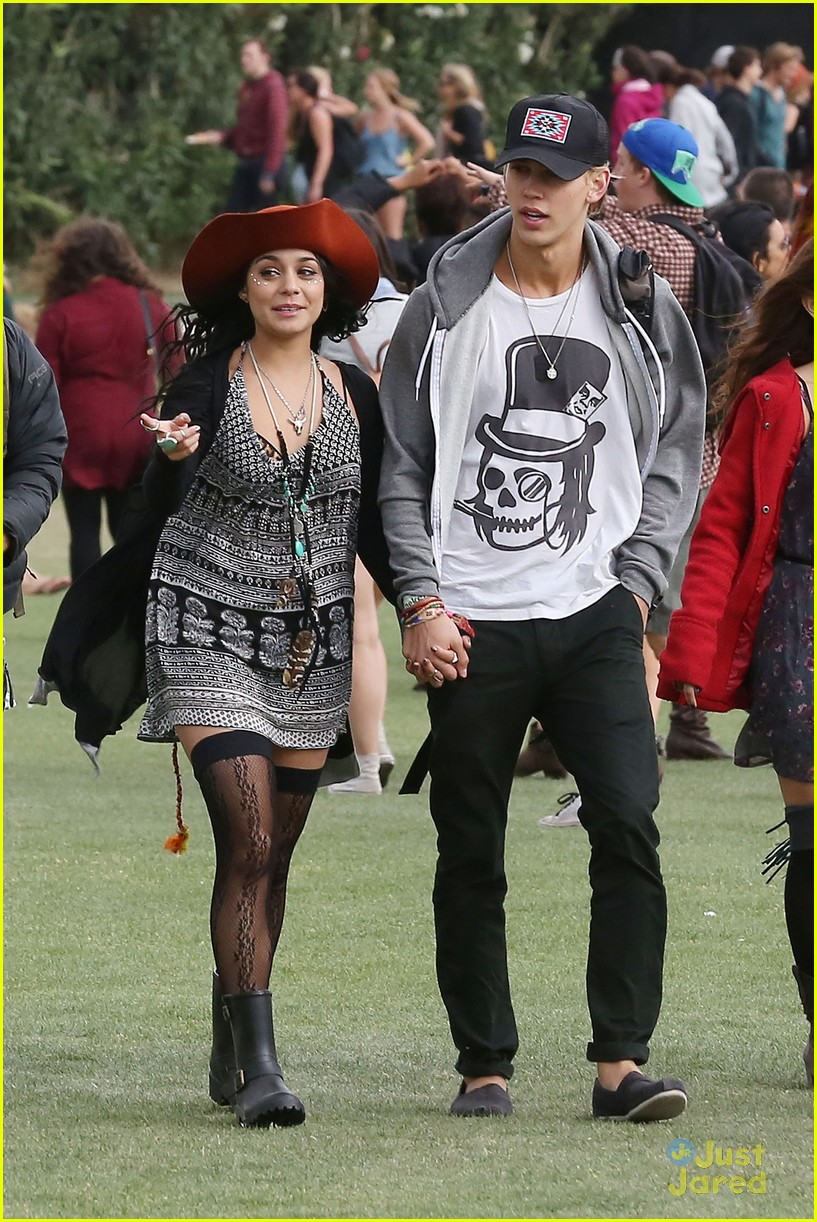 vanessa hudgens austin butler kissing coachella couple 11