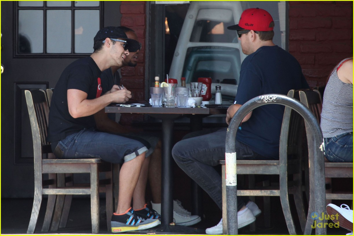 joe jonas lunch la 12