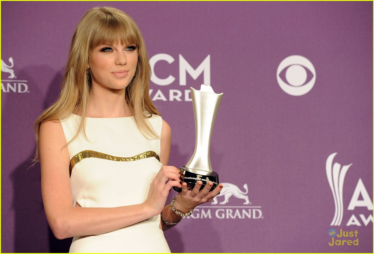 taylor swift entertainer year acms 08