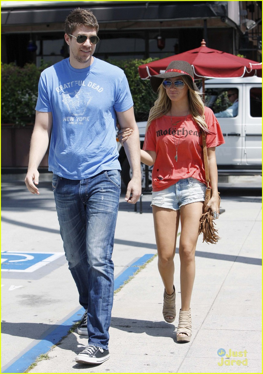 ashley tisdale scott speer shopping 09