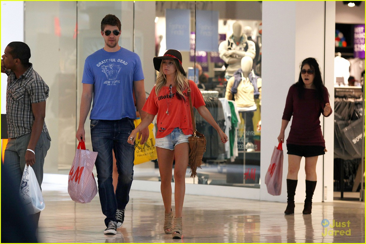 ashley tisdale scott speer shopping 10