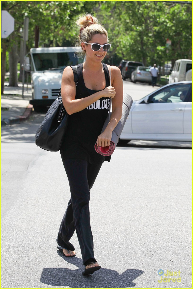 ashley tisdale fabulous yoga 07