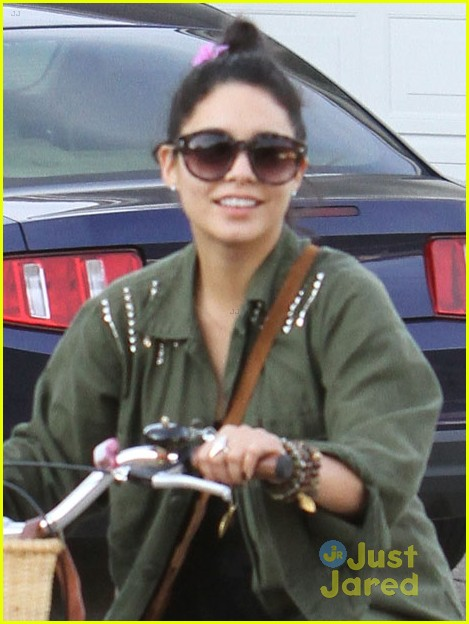 vanessa hudgens bike ride austin 03