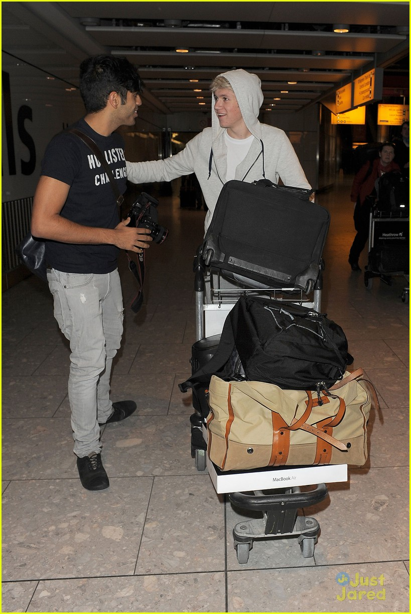 one direction heathrow arrival 14