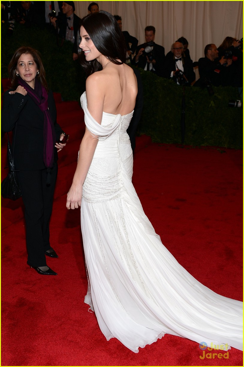 ashley greene met ball 06