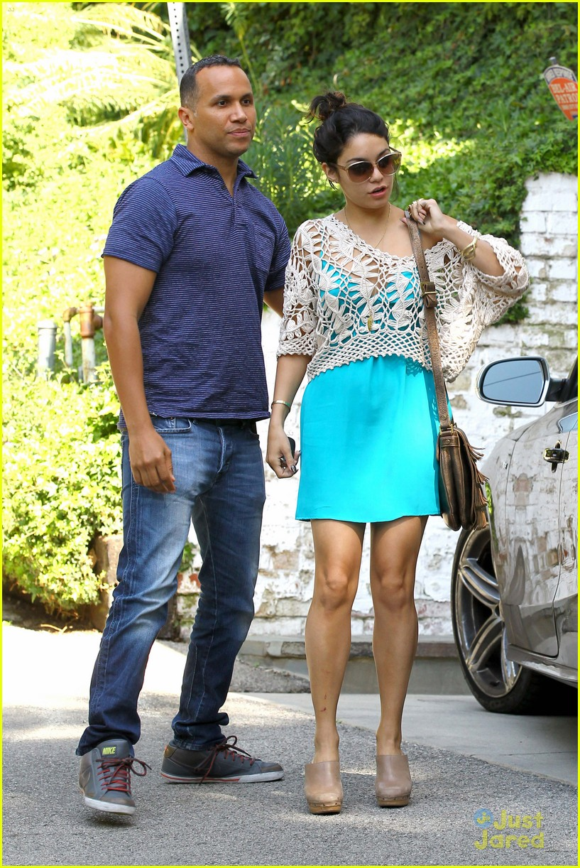 vanessa hudgens lunch brit 01