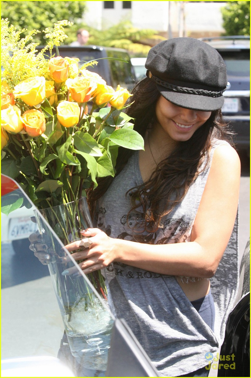 Vanessa Hudgens with her boyfriend 051312  LIME LT 02