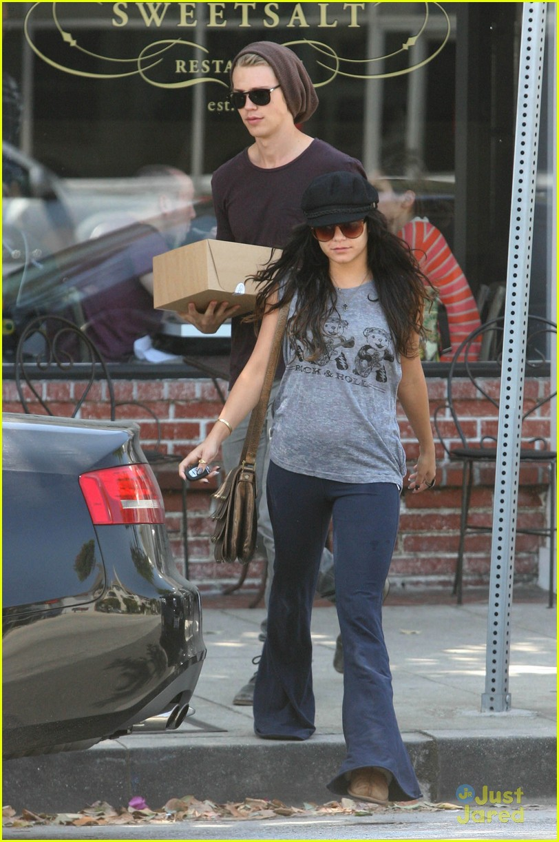 Vanessa Hudgens with her boyfriend 051312  LIME LT 10