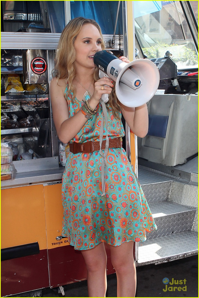 joe jonas meaghan martin food truck 05