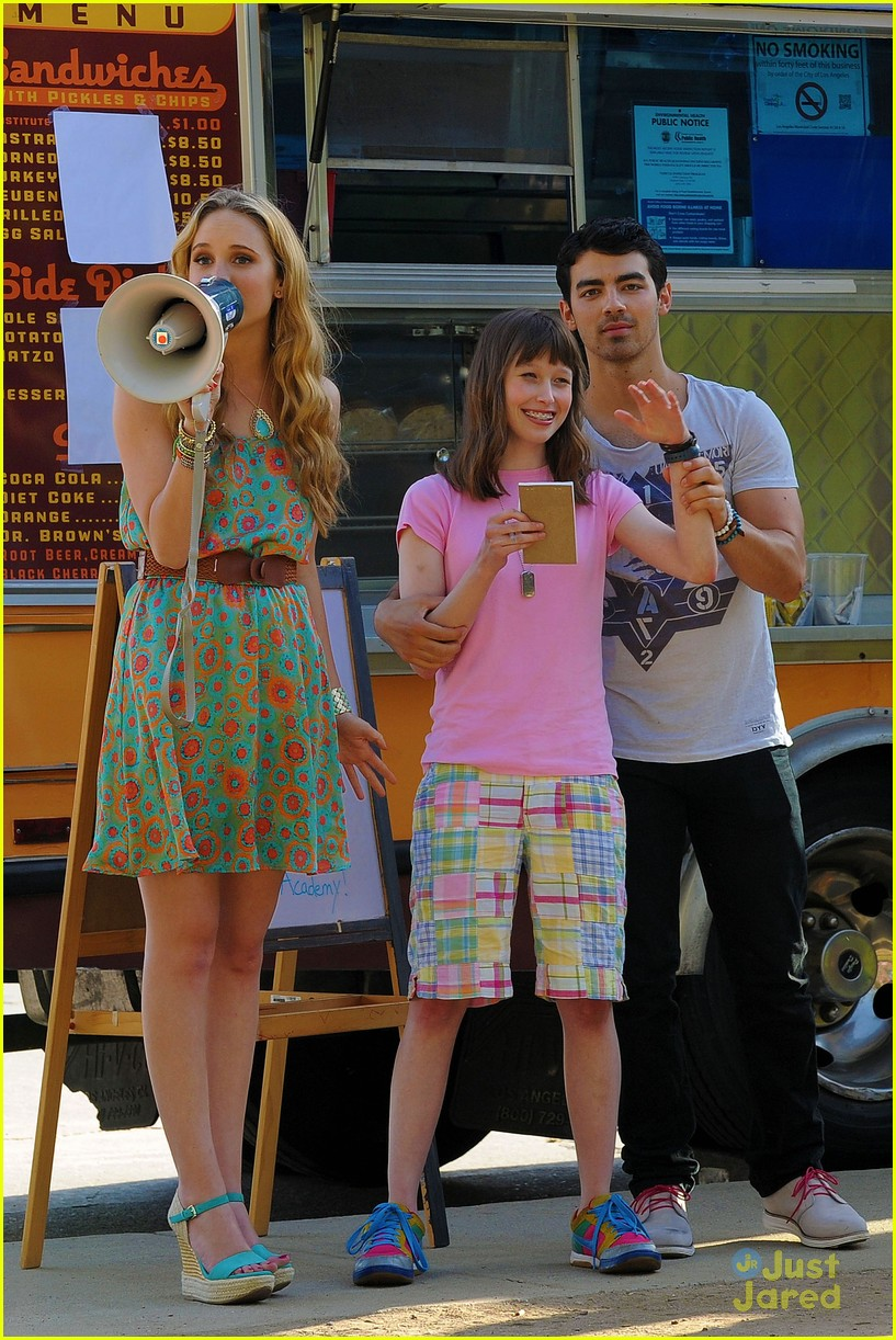 joe jonas meaghan martin food truck 14