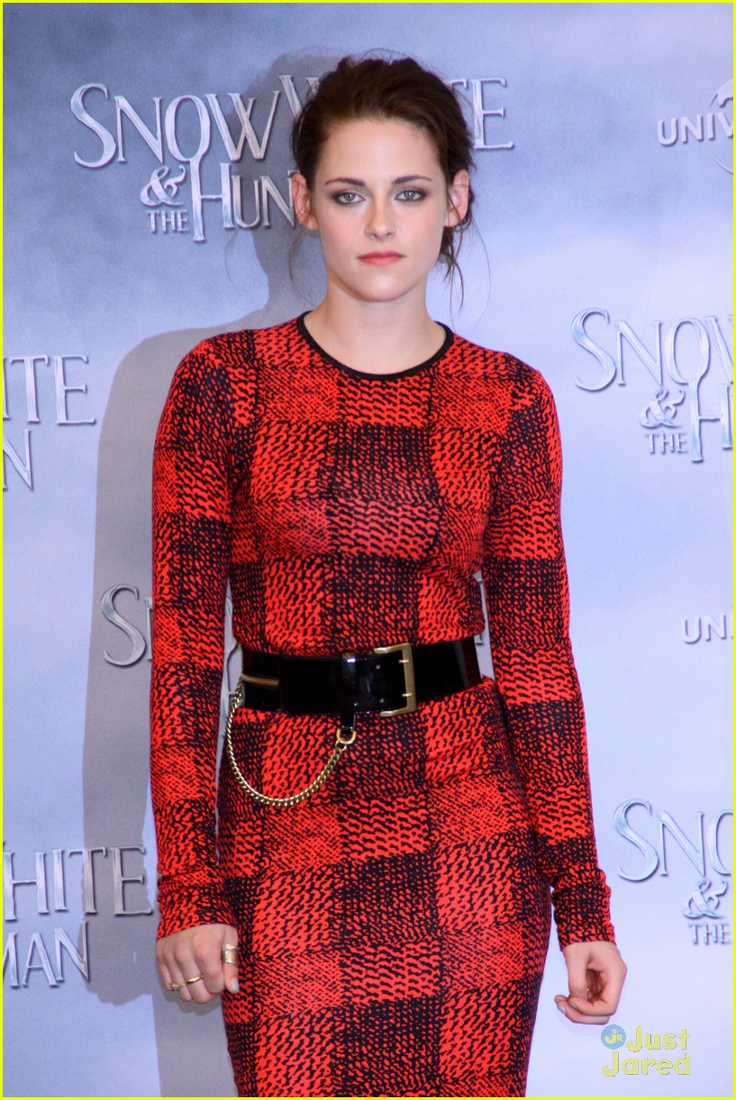 kristen stewart berlin snow white 09