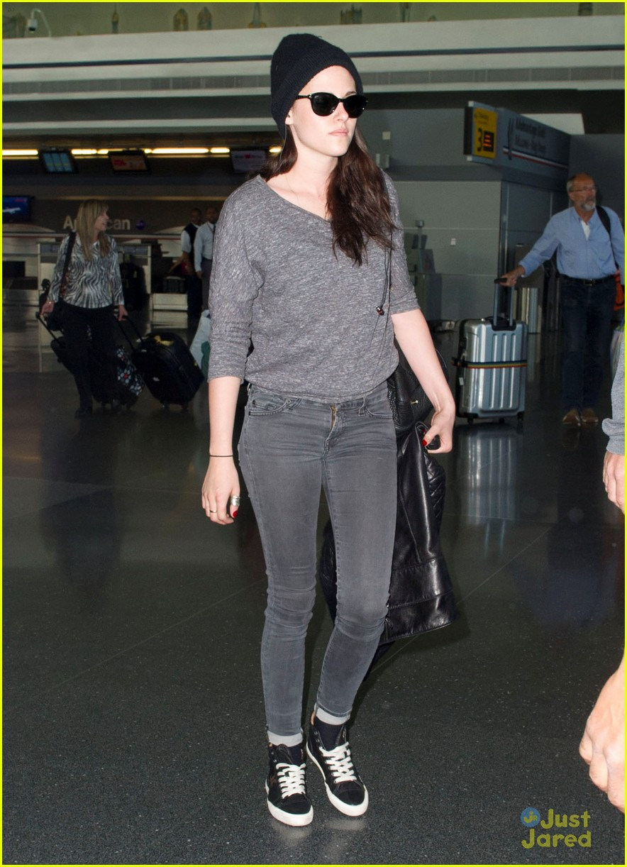 kristen stewart jfk arrival 05