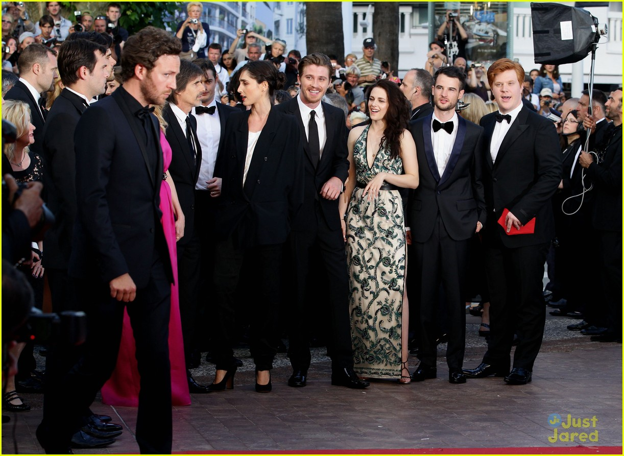 robert pattinson kristen stewart road cannes 17