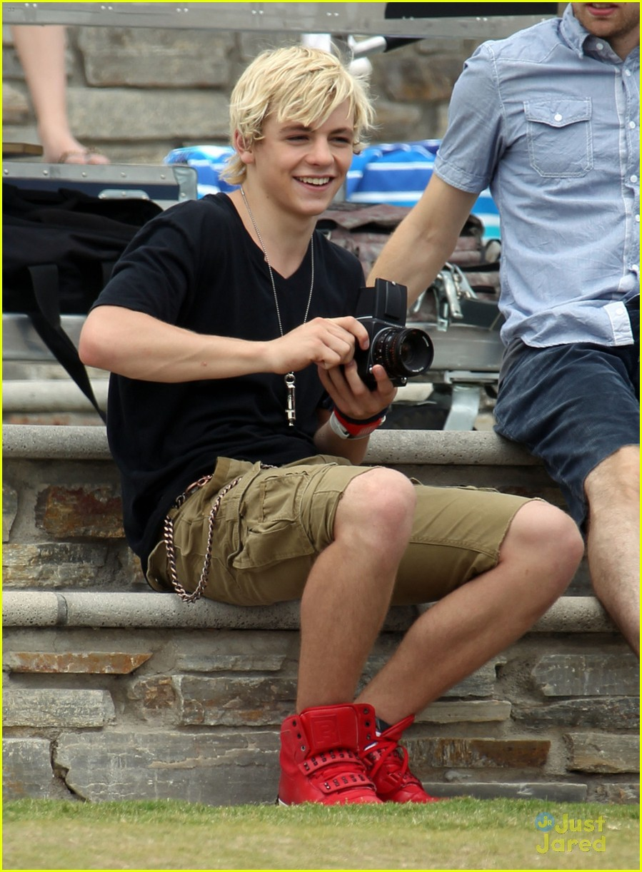 laura marano ross lynch aa beach 06