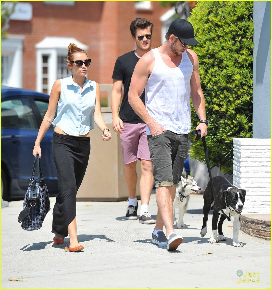 miley cyrus liam hemsworth lunch 05