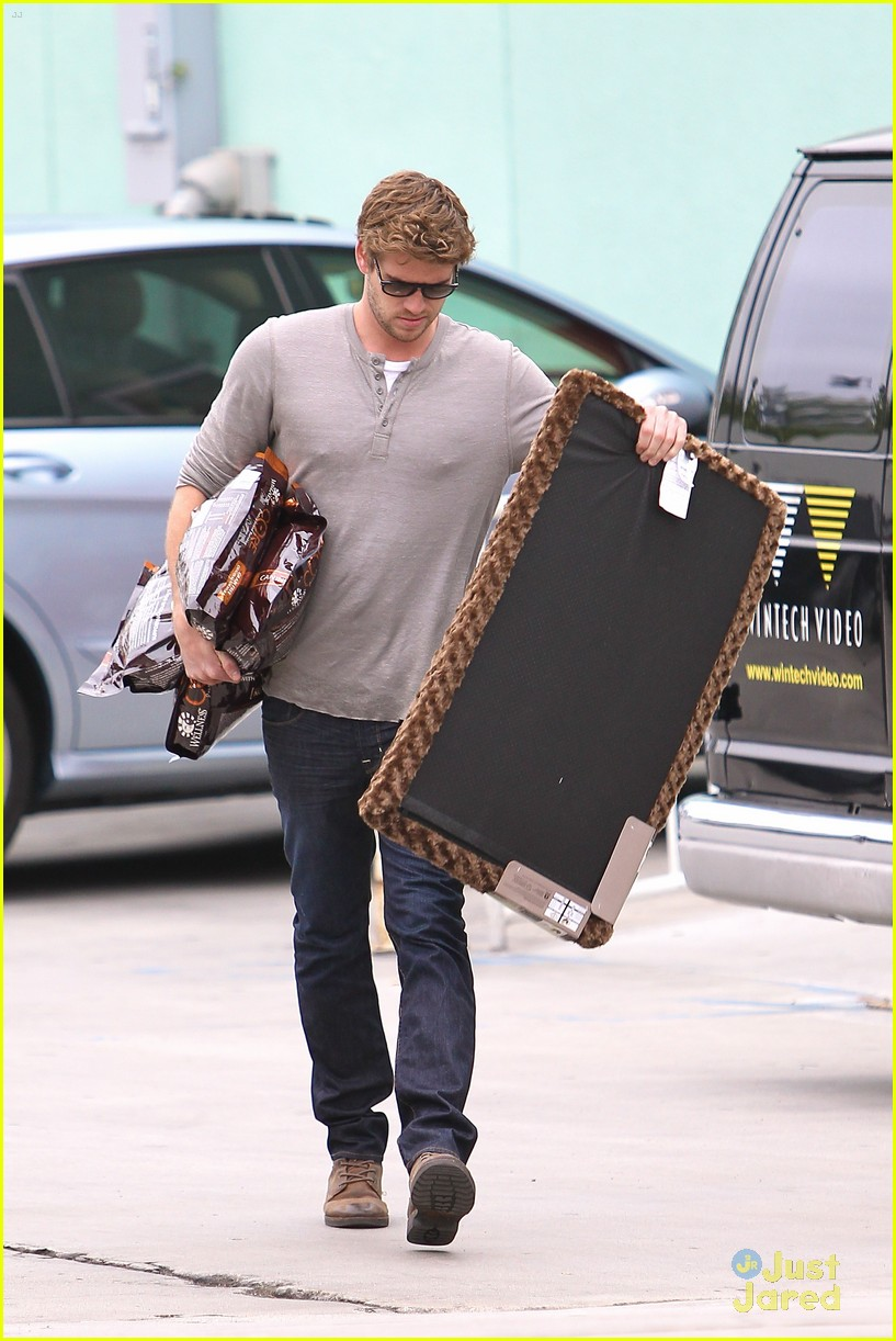 liam hemsworth puppy presents 11