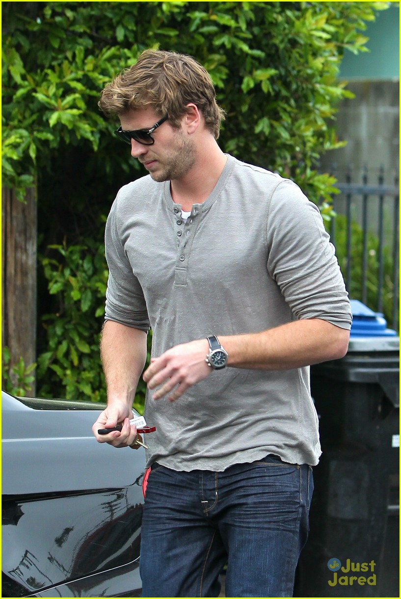 liam hemsworth puppy presents 13