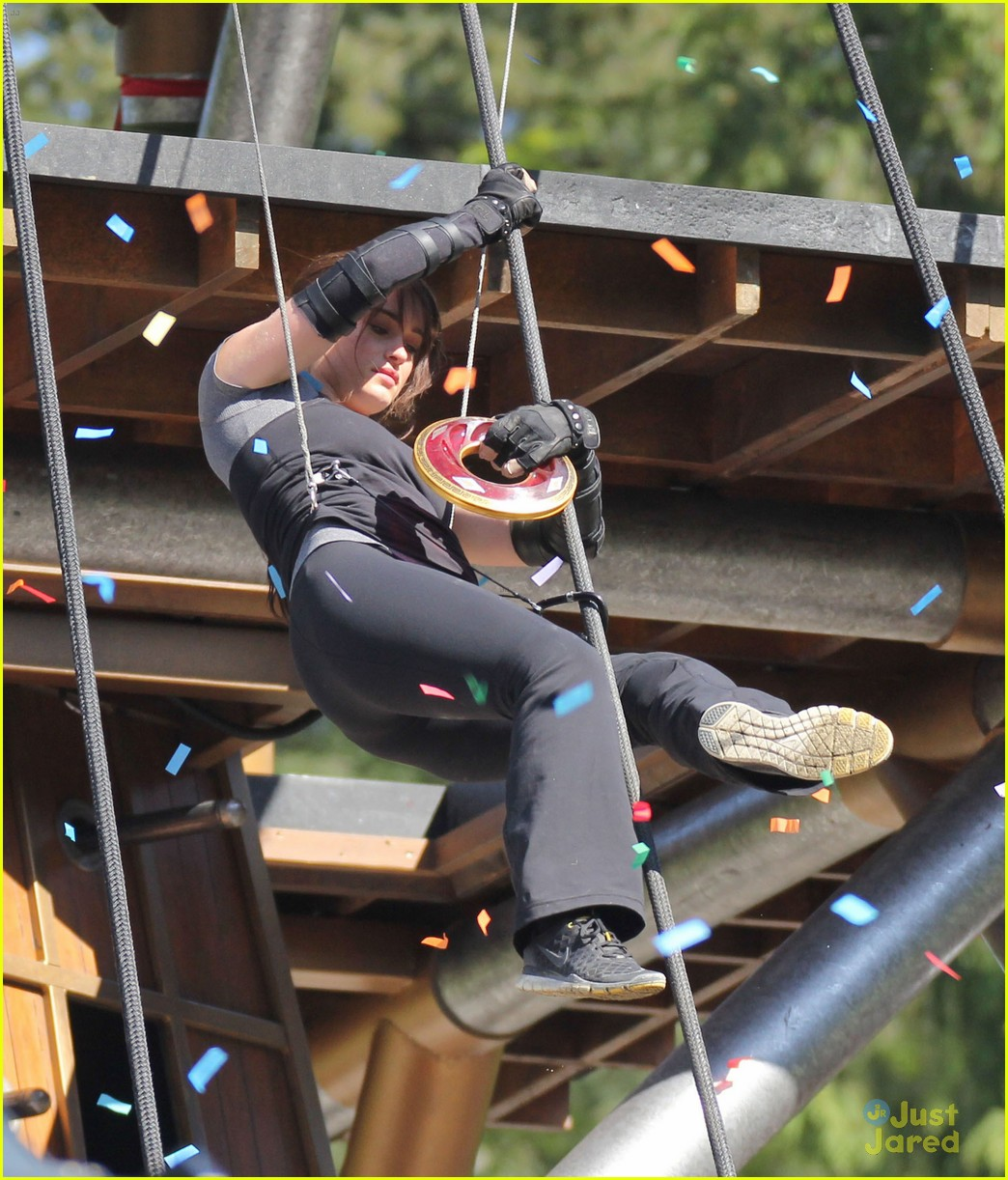 logan lerman leven rambin camp training 09