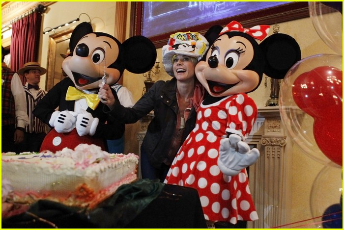sarah hyland mf disneyland 16