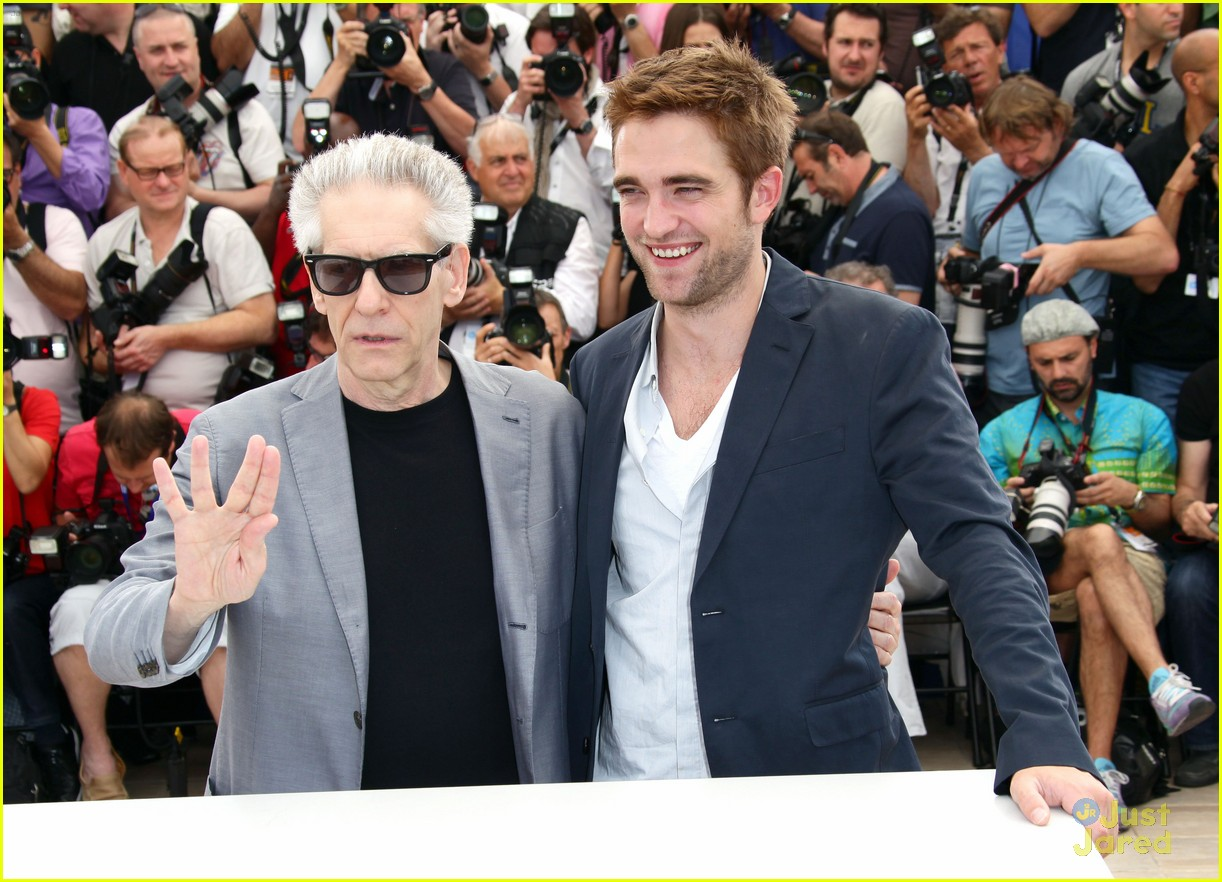 robert pattinson cosmo premiere 01