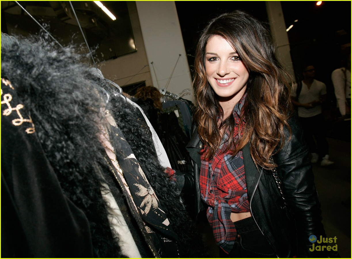 shenae grimes led ball 03