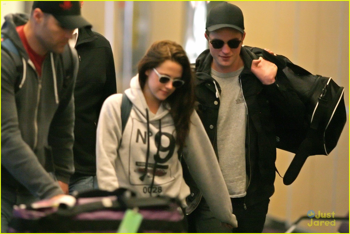 robert pattinson kristen stewart airport 03