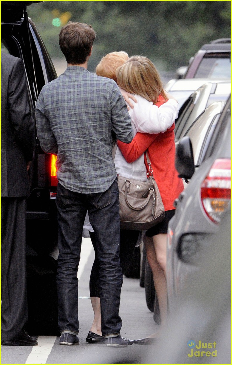 emma stone andrew garfield mom goodbye 05