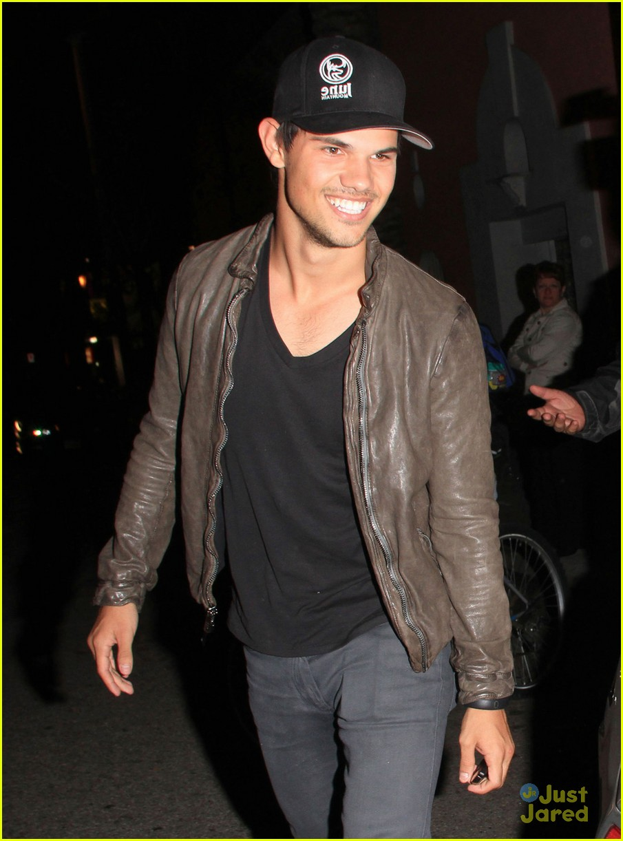taylor lautner sara hicks date 03