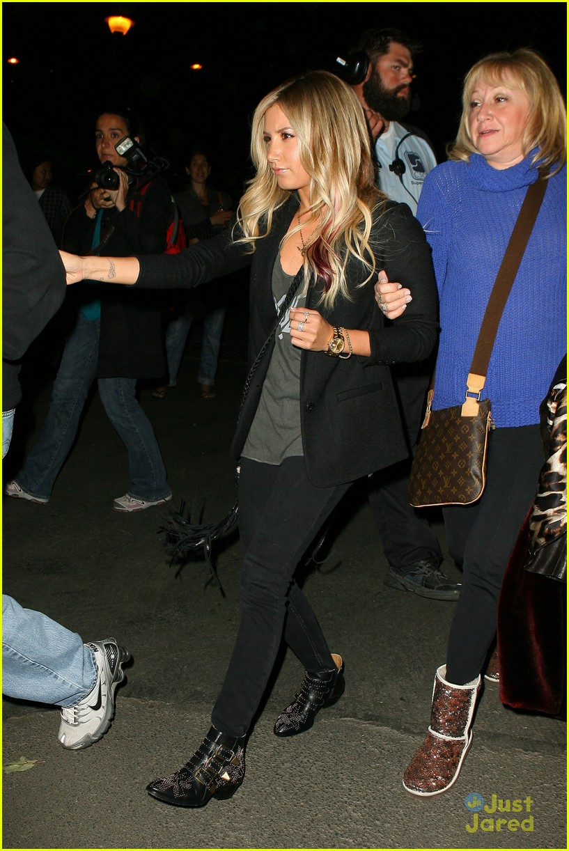 ashley tisdale coldplay concert 03