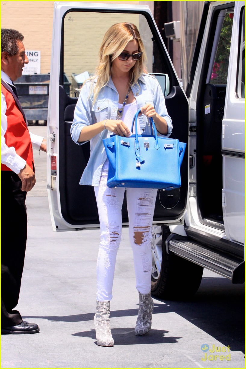 ashley tisdale run robertson 04