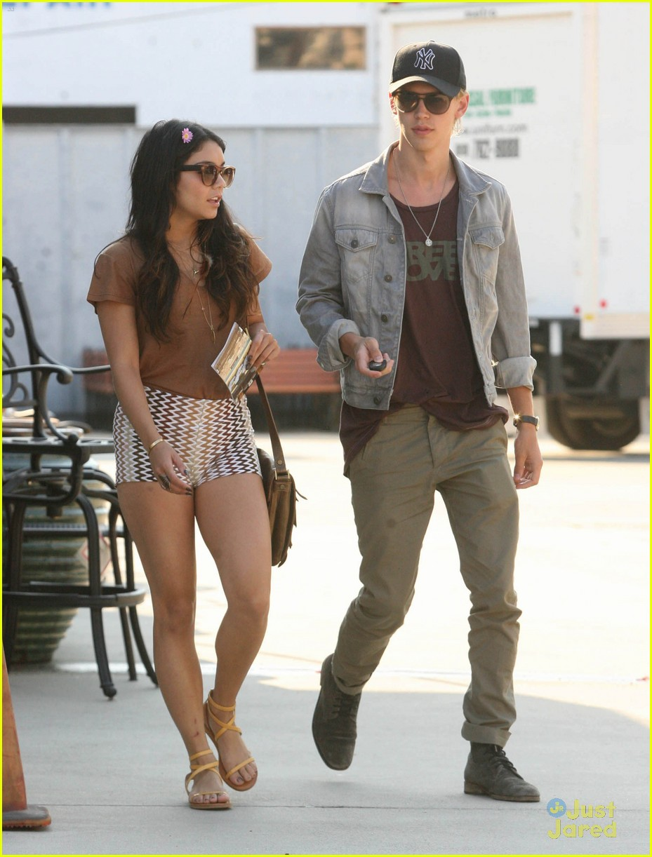 vanessa hudgens austin butler walk block 11