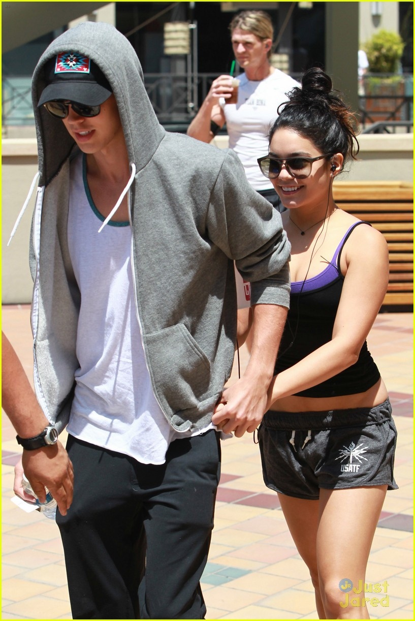 vanessa hudgens frozen ground pics 09
