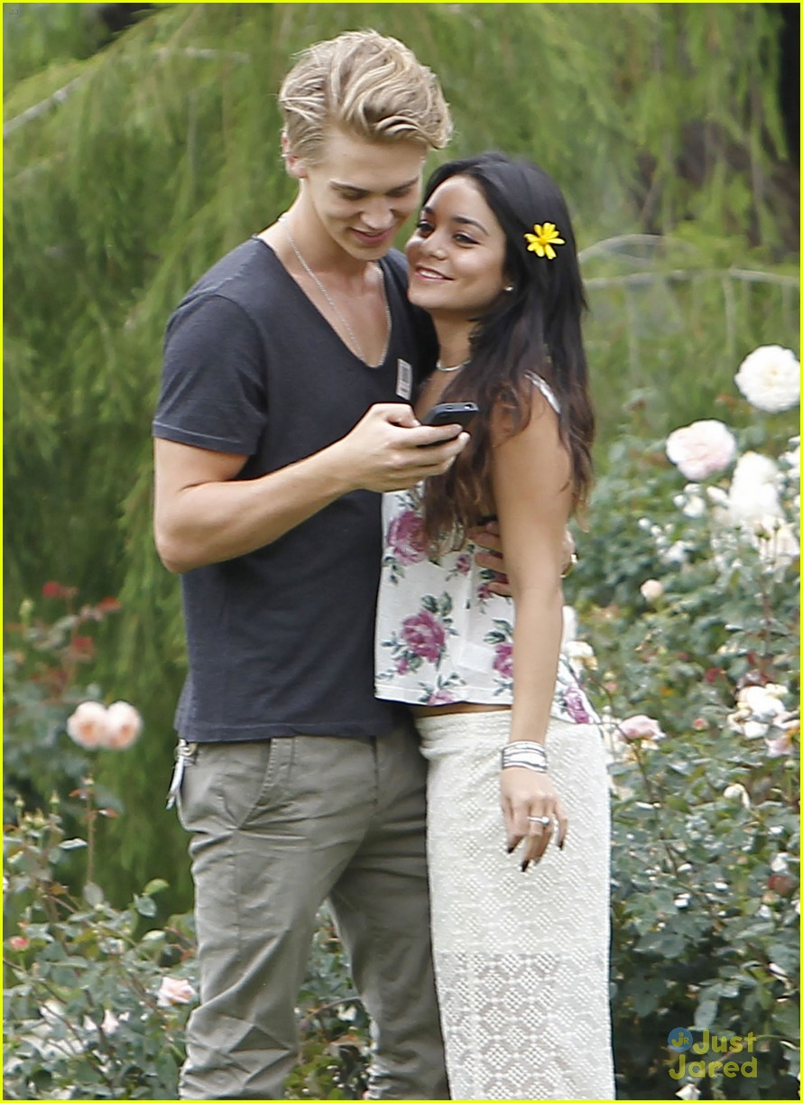vanessa hudgens austin butler rose garden 05
