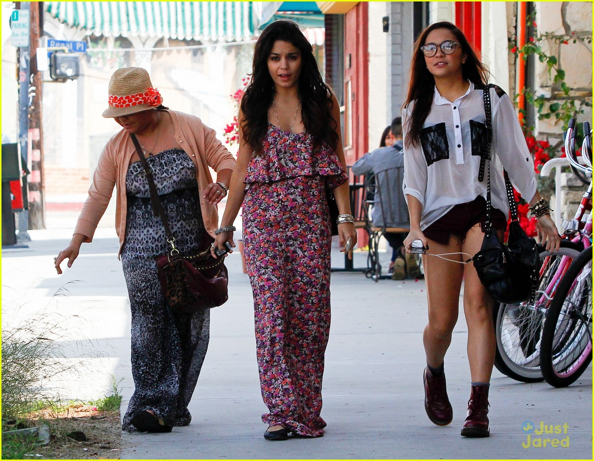 vanessa hudgens lunch gina stella 13