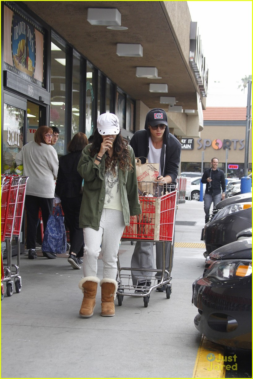 vanessa hudgens austin trader joes 11