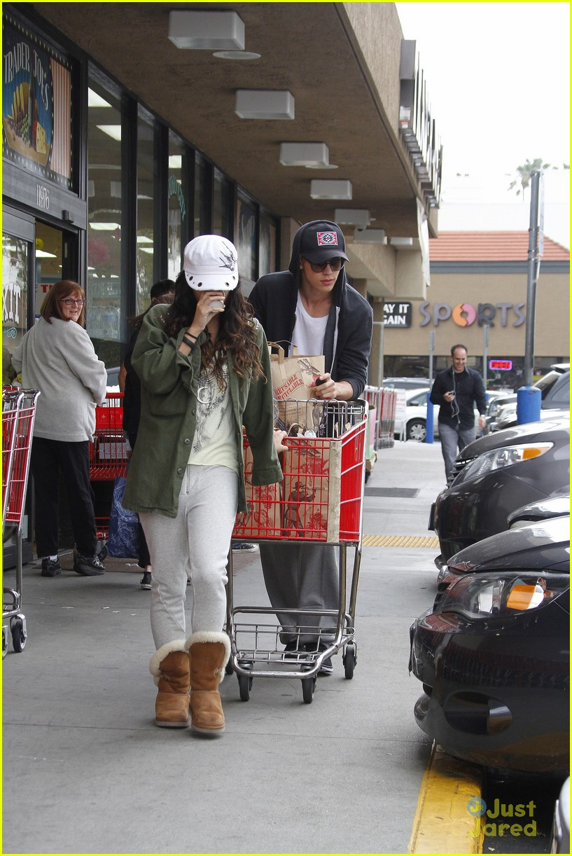 vanessa hudgens austin trader joes 13