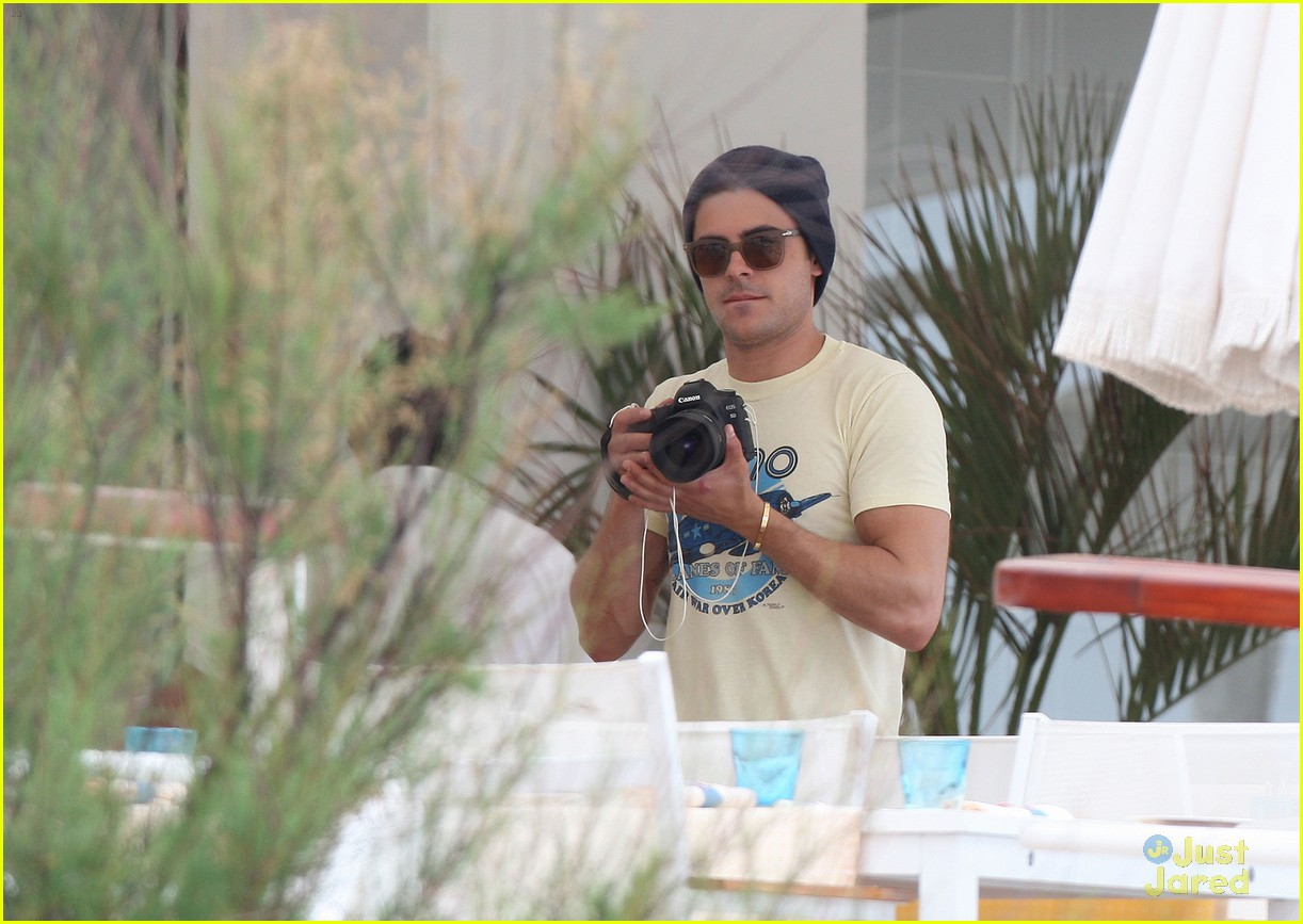 zac efron cannes camera 12