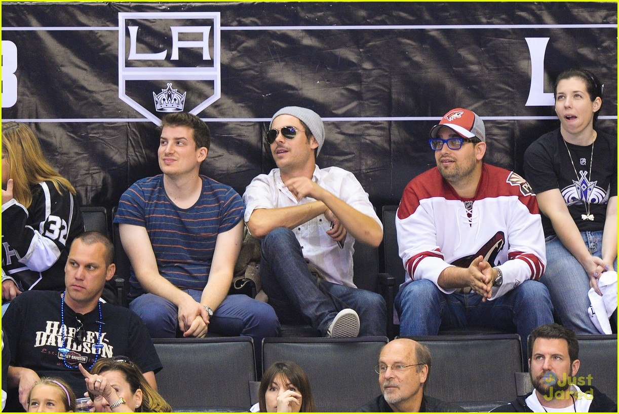 zac efron hockey hunk 02