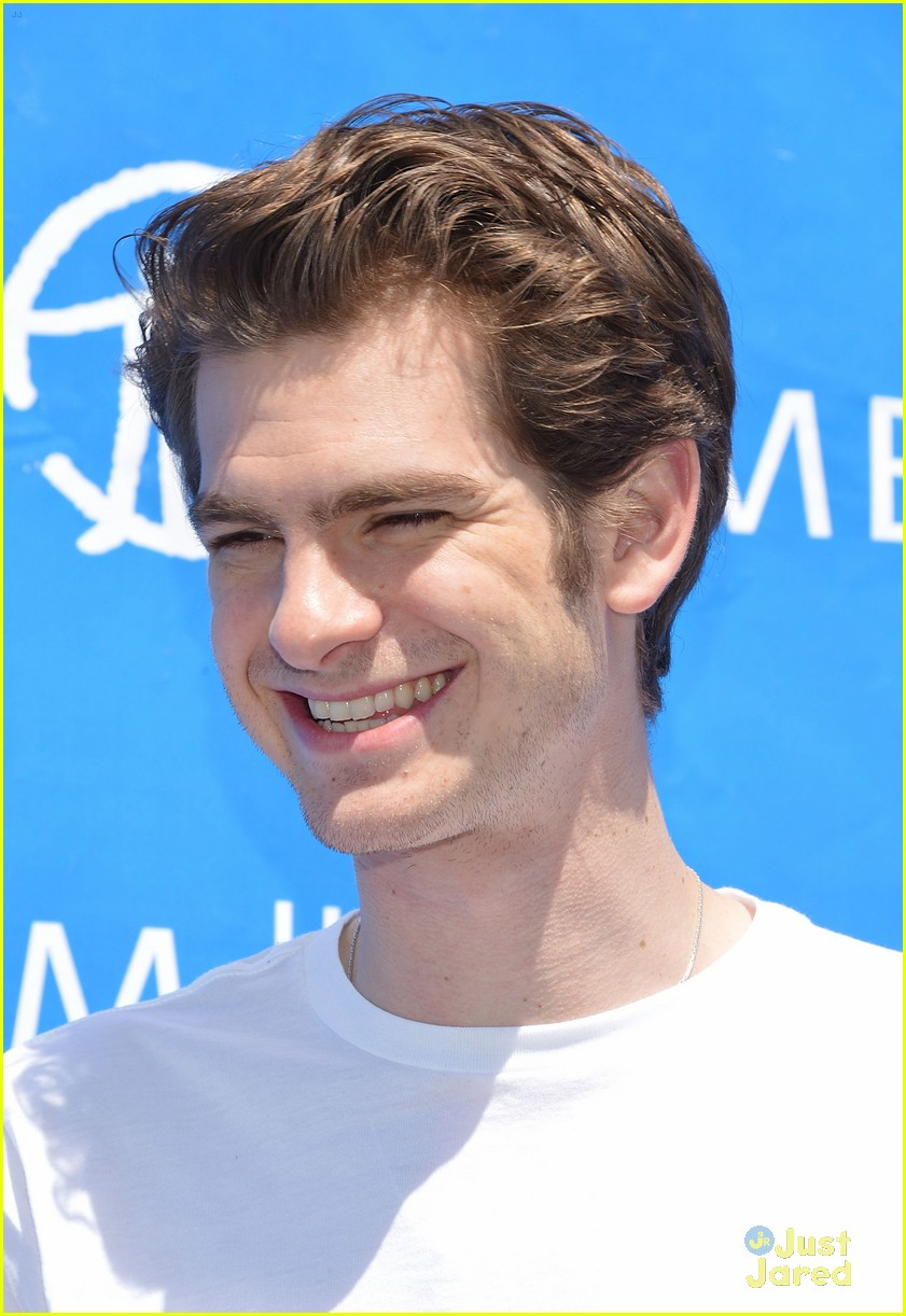 andrew garfield spider delivery 03