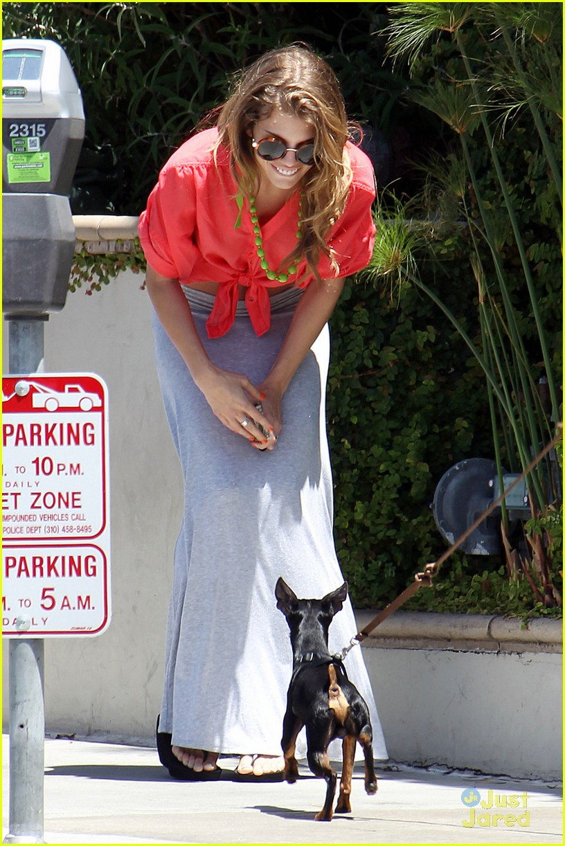 annalynne mccord bright vans 01