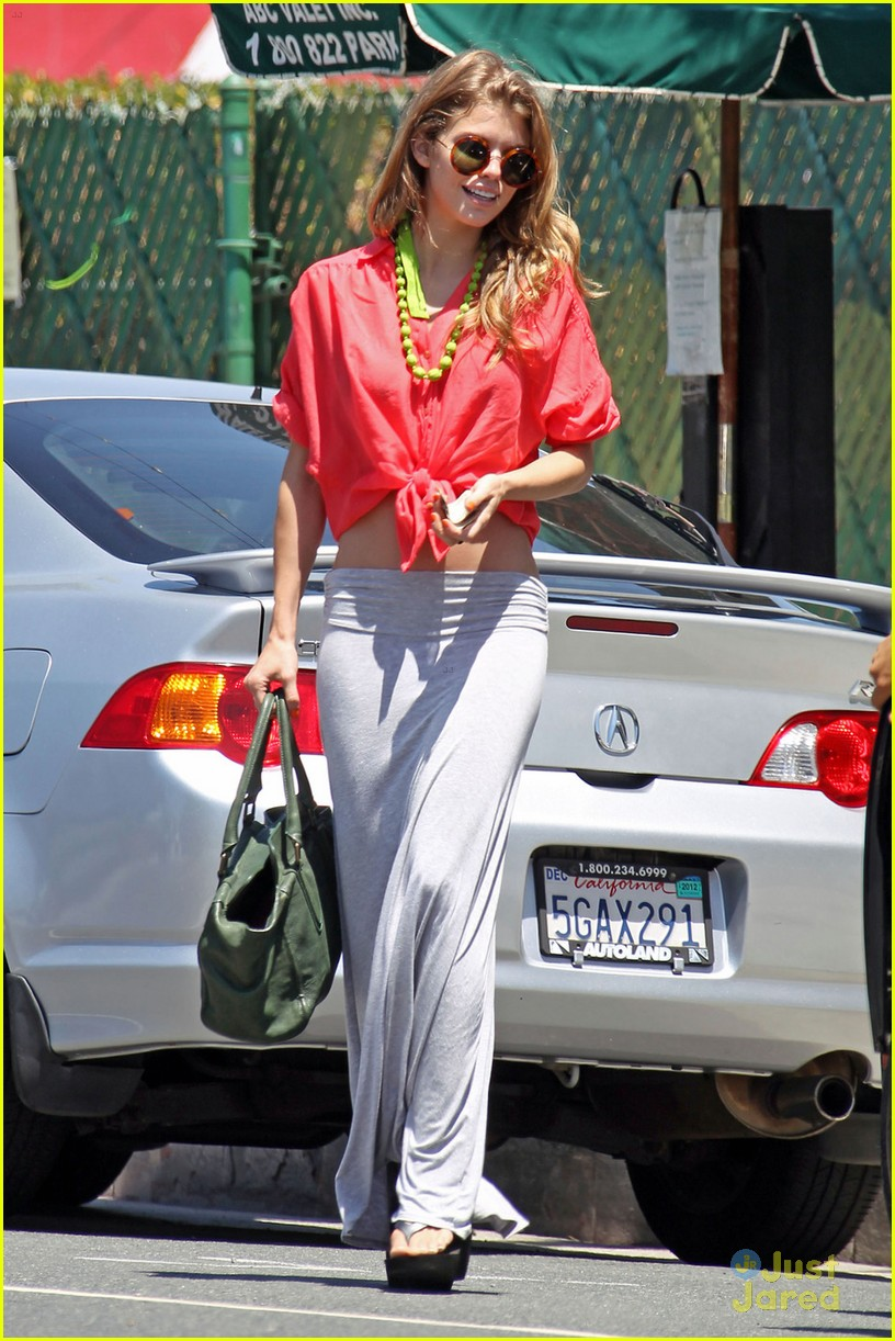 annalynne mccord bright vans 07