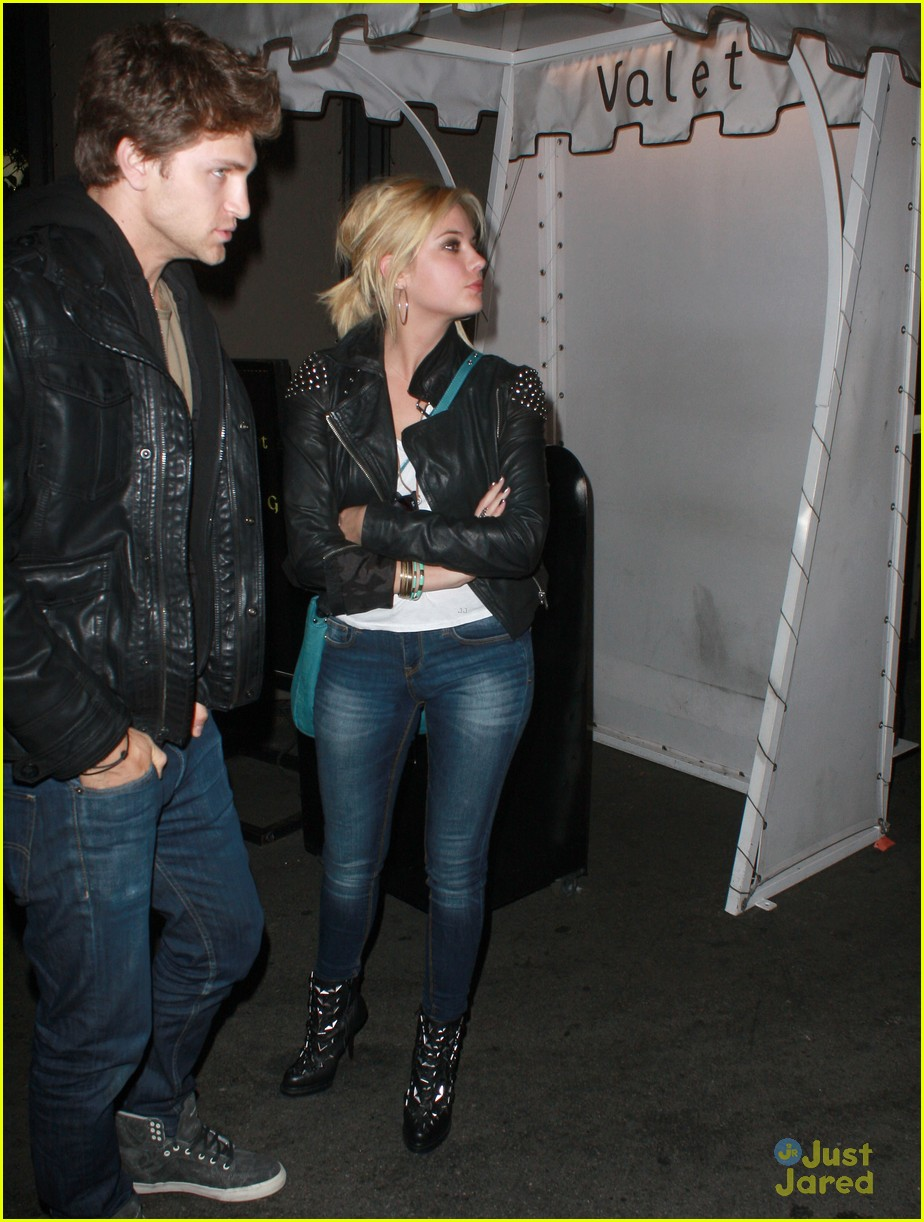 ashley benson hanna mona friendship 07