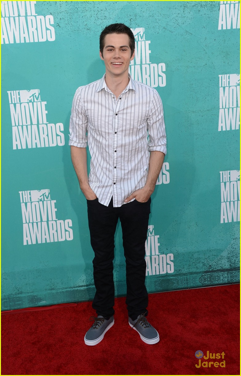 colton haynes dylan obrien mtv movie awards 02