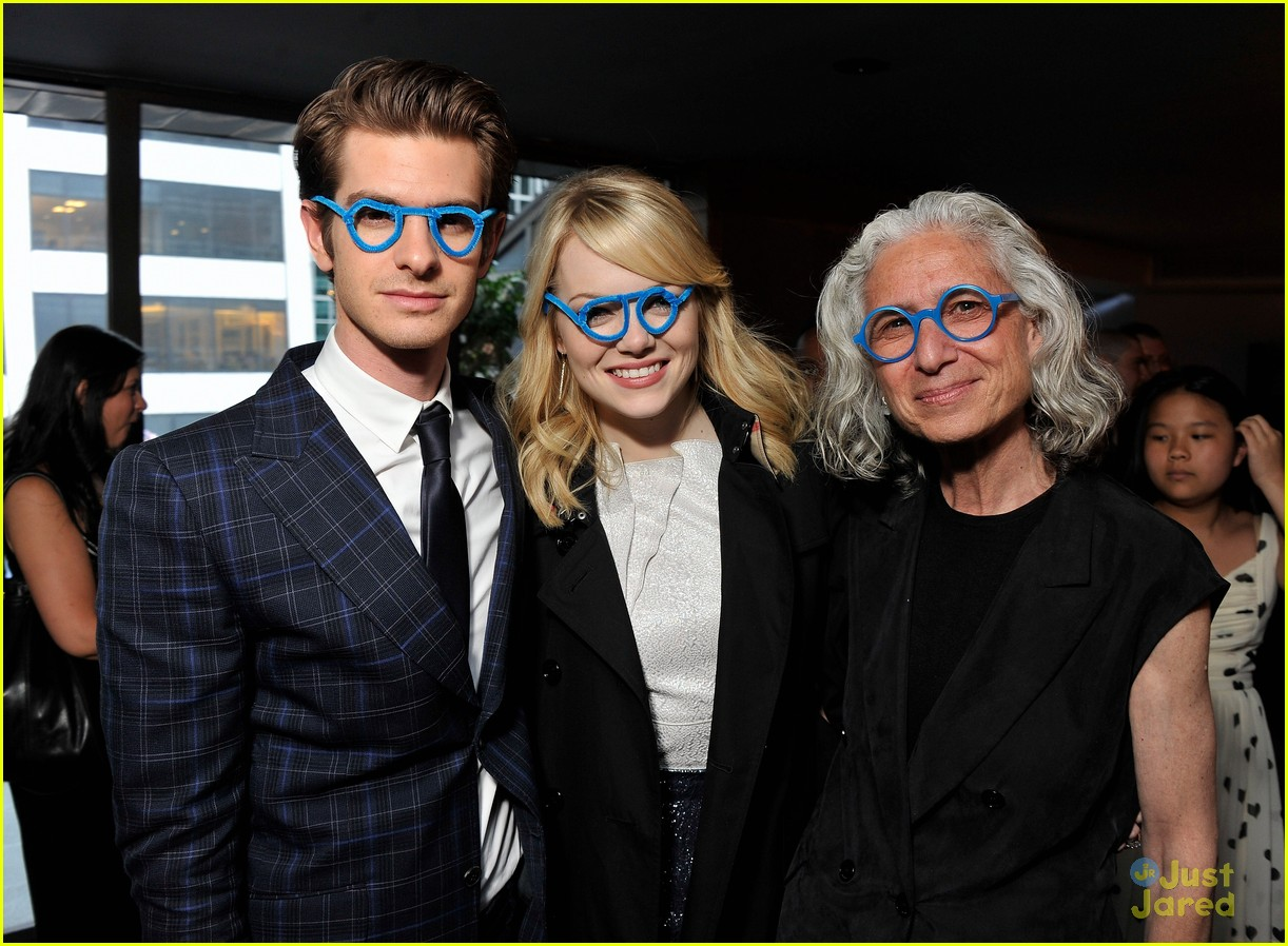 emma stone andrew garfield blue glasses 05