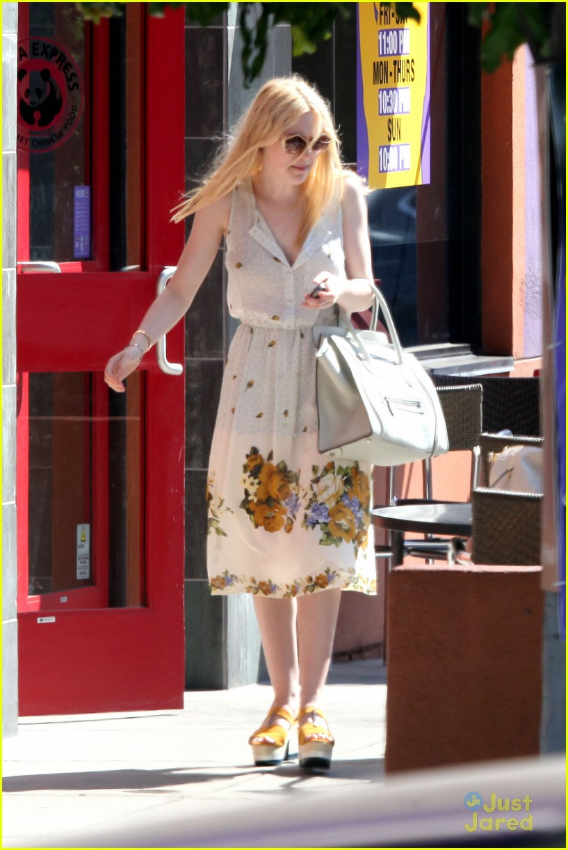 dakota elle fanning pizza neon 01