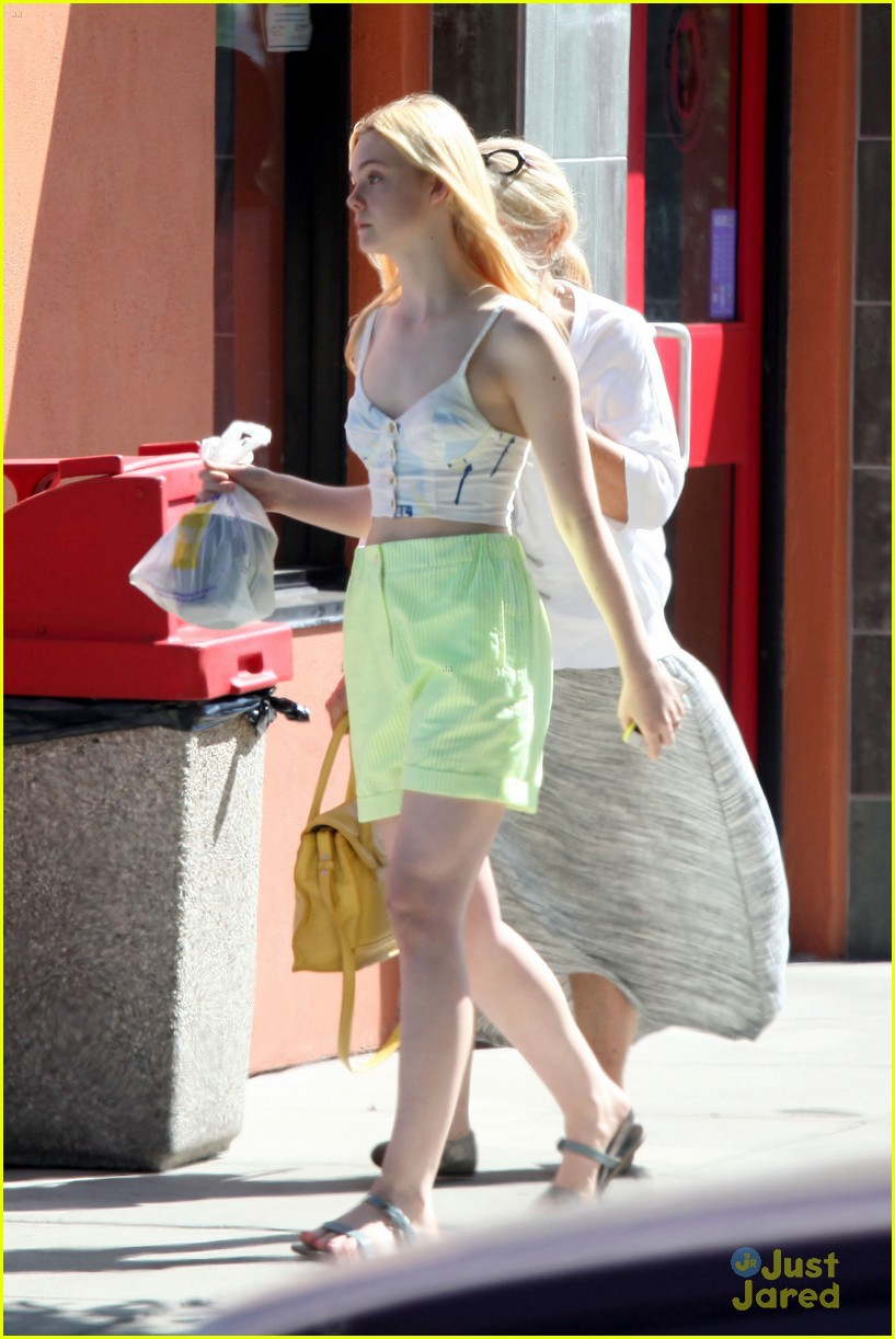 dakota elle fanning pizza neon 18