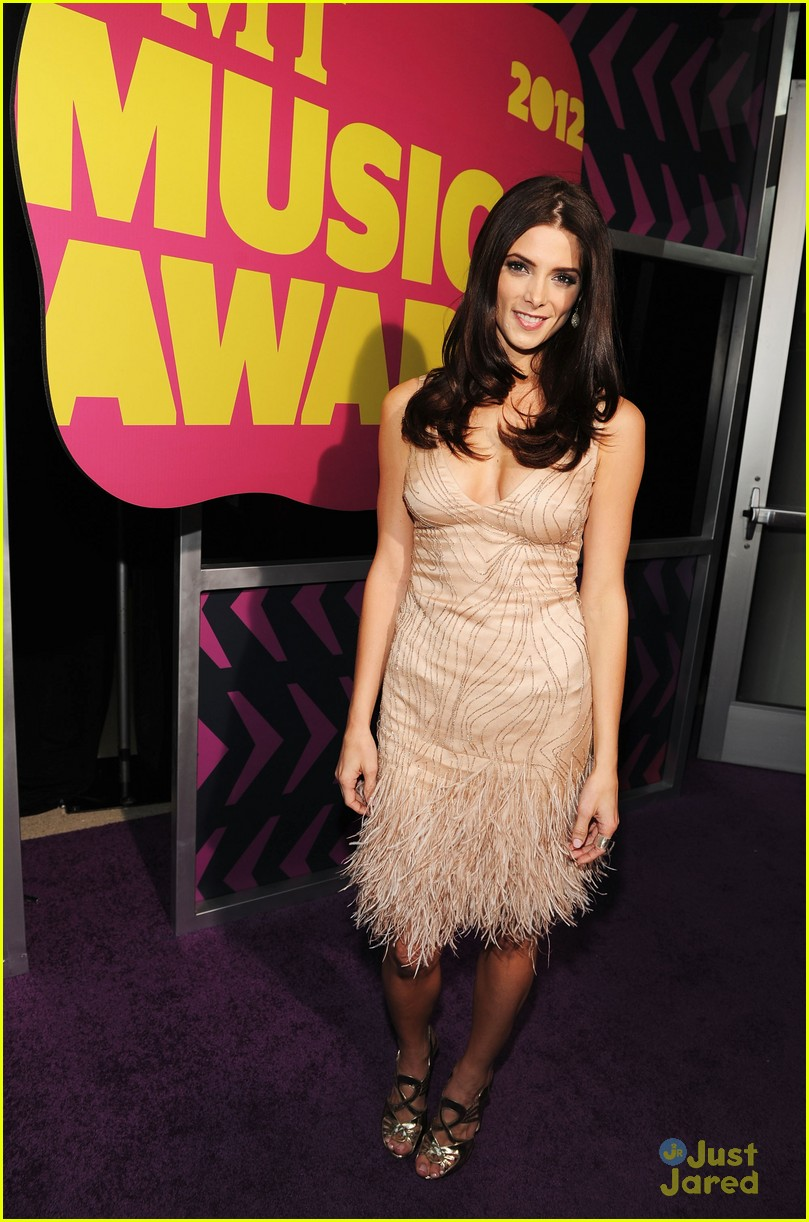 ashley greene cmt awards 08