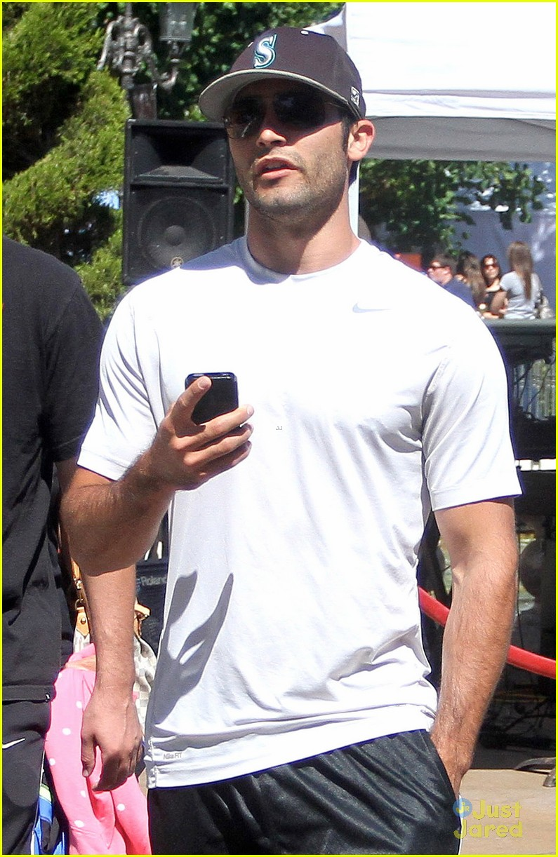 hoechlin grove guy 04