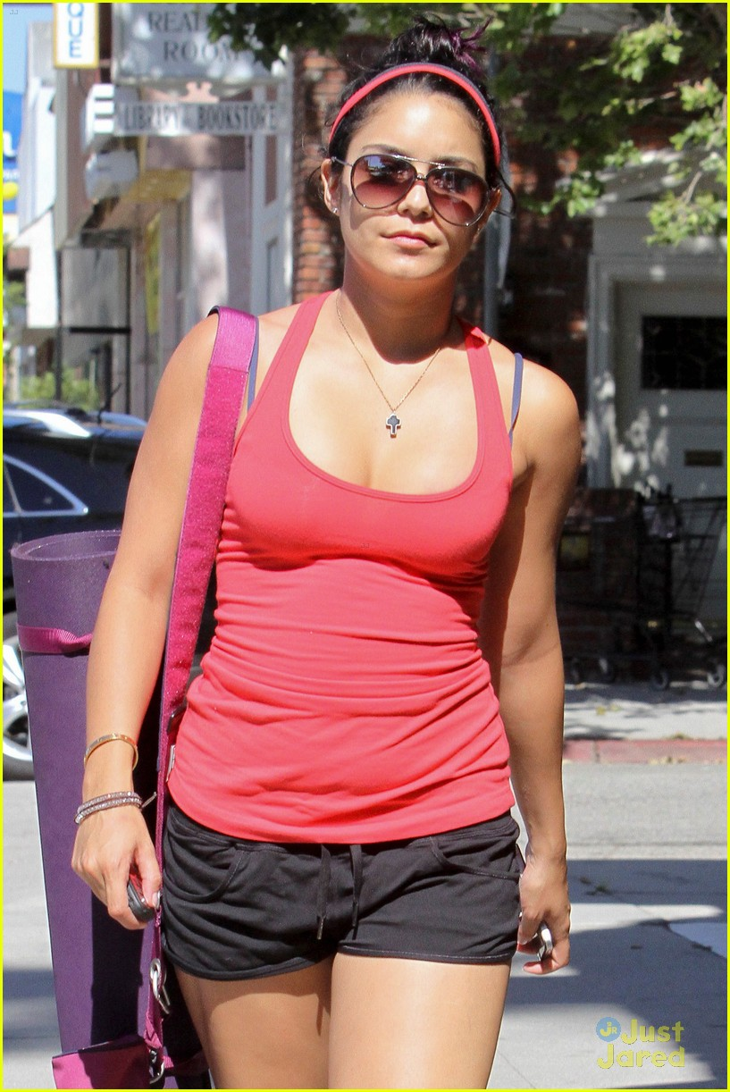 vanessa hudgens yoga sunday 08