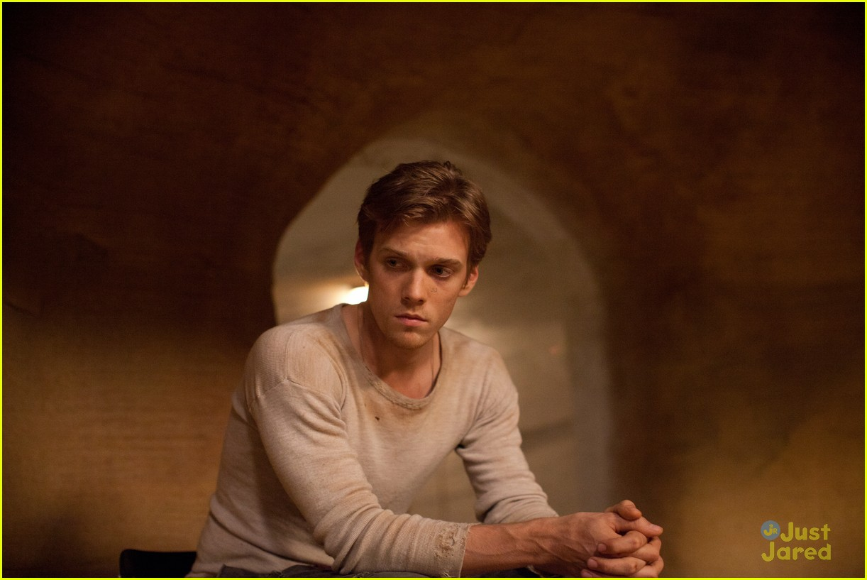 jake abel host pics 02